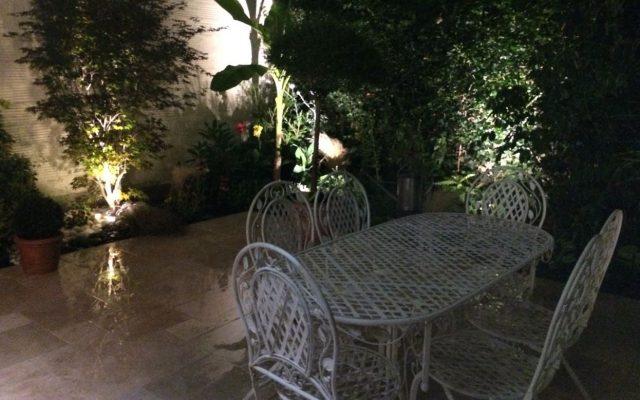photo éclairage jardin pelouse